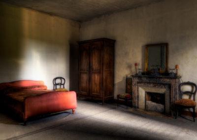 Chambre d'un manoir abandonnée, France