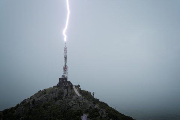 Foudre frappant l'antenne du Força Real, Millas, Pyrénées-Orientales