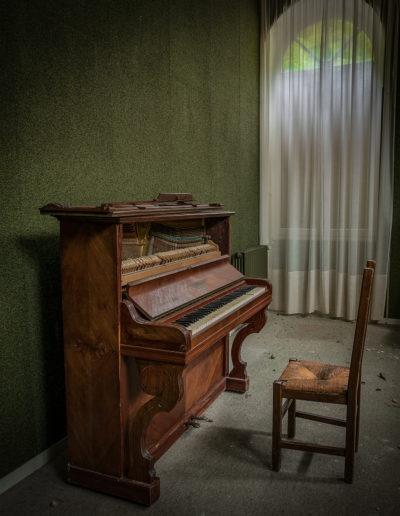 Piano dans un hôtel à l'abandon, France