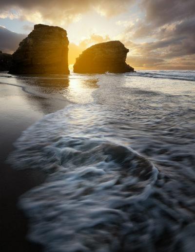 Coucher de soleil sur la plage des Cathédrales, Ribadeo, Galice, Espagne