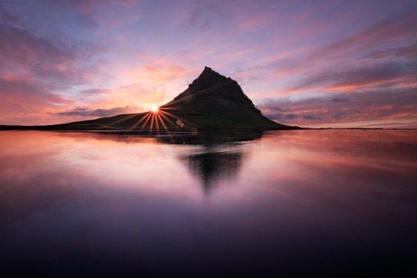 Coucher de soleil depuis la lagune du Kirkjufell, Grundarfjörður, Islande