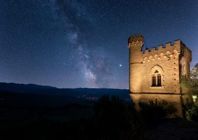 Voie lactée au dessus de la tour Magdala, Rennes-Le-Chateau, Aude