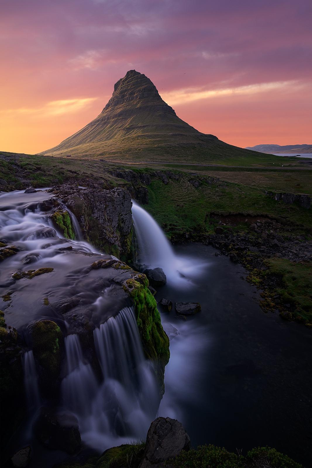 Coucher de soleil à Kirkjufellsfoss, Grundarfjörður, Islande