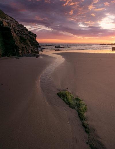 Lever de soleil sur la plage des Cathédrales, Ribadeo, Galice, Espagne