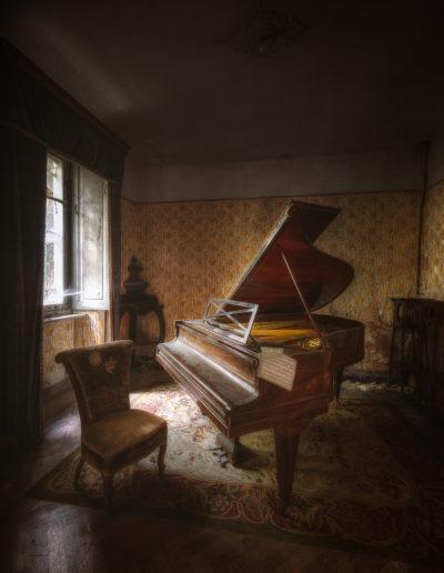 Piano dans une maison abandonée, Italie