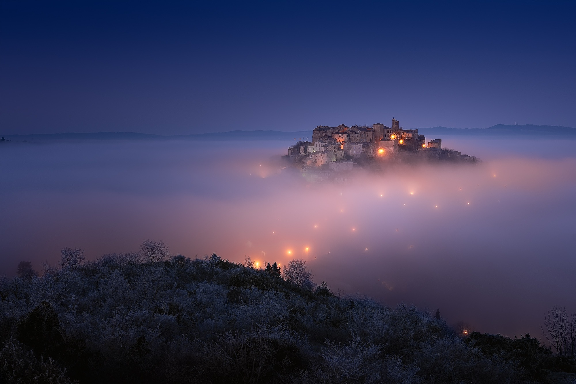Cordes sur Ciel flottant au dessus des nuages, Tarn